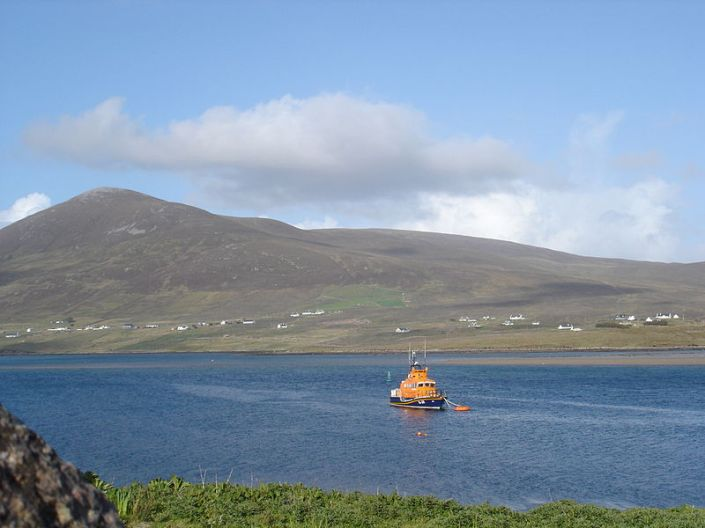 800px-Achill_Sound_tugboat